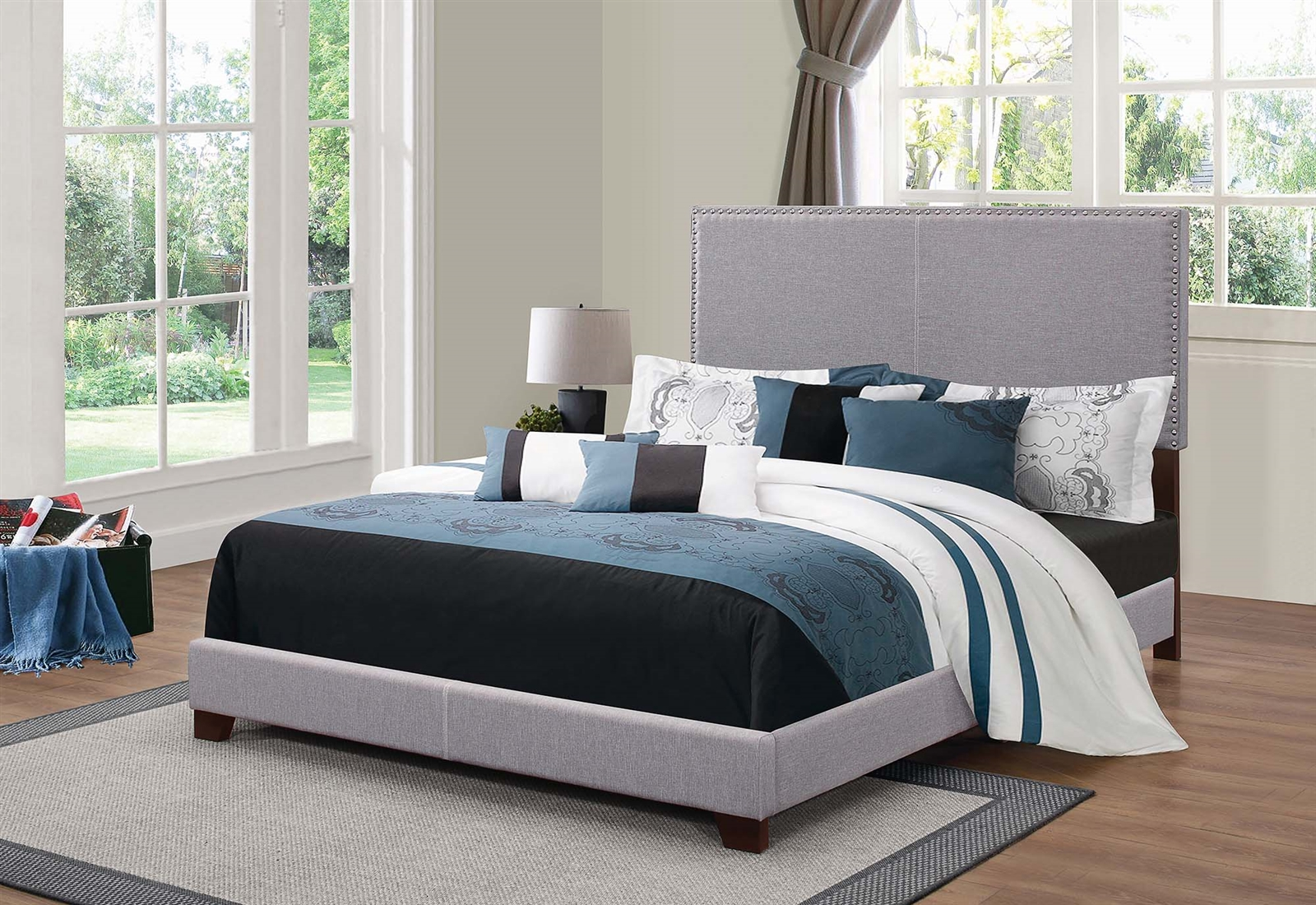 Contemporary Light Grey Upholstered Bed With Chrome Nailhead Trim Coaster 350071